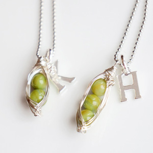 SOS-Belle-chic-pea-pod-necklace
